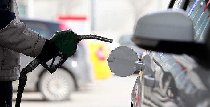 Benzinde beklenen indirim geldi: Pompaya 28 kuruş yansıyacak