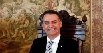 Bolsonaro, Fransız Dışişleri Bakanı ile görüşmesini iptal edip saç tıraşı oldu