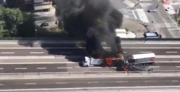 İtalya'da feci kaza: Yakıt tankeri otoyolda patladı