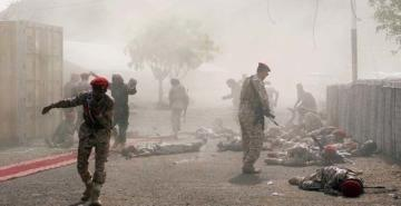 Yemen'de askeri geçit törenine füze ve drone'larla saldırı