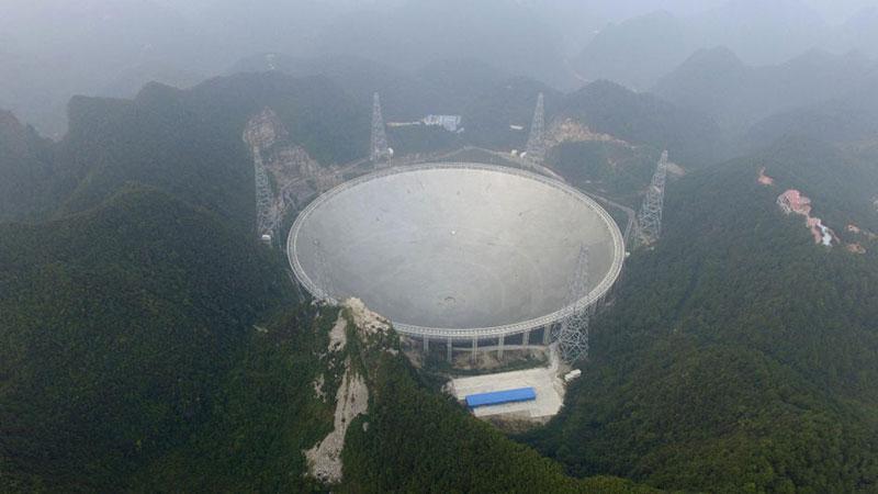 Çin'in devasa teleskobu çalışmaya başladı