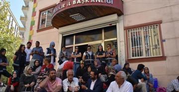 Diyarbakır'daki eyleme bir aile daha katıldı: PKK, çocuklarımızı bıraksın