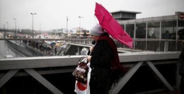 İstanbul'a hem fırtına hem sağanak geliyor: Hızı 80'e kadar çıkacak