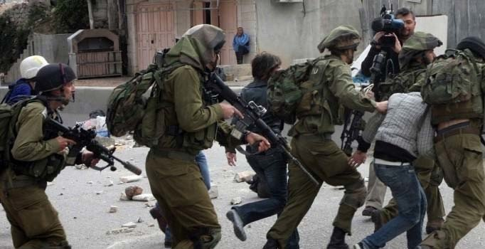 İsrail askeri Batı Şeria'da 2 Filistinliyi yaraladı