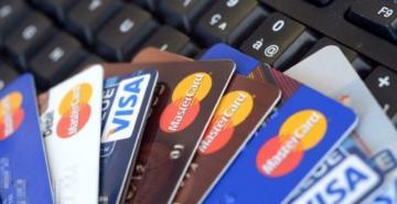 Herhangi bir başvurusu olmayan tüketiciye kredi kartı veren banka yandı