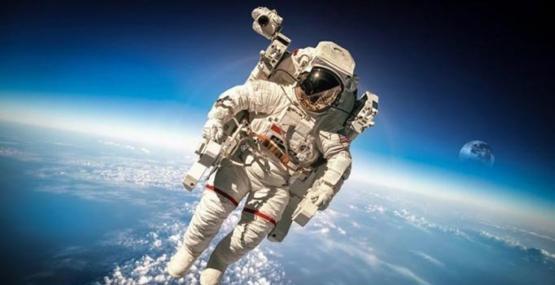 Uzayda yürüyen ilk insan hayatını kaybetti